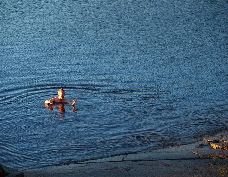 Monsieur M se baigne